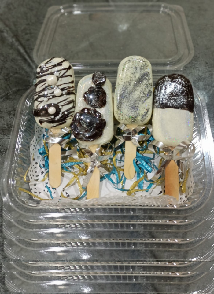 Gift Four Cakesicles Pack