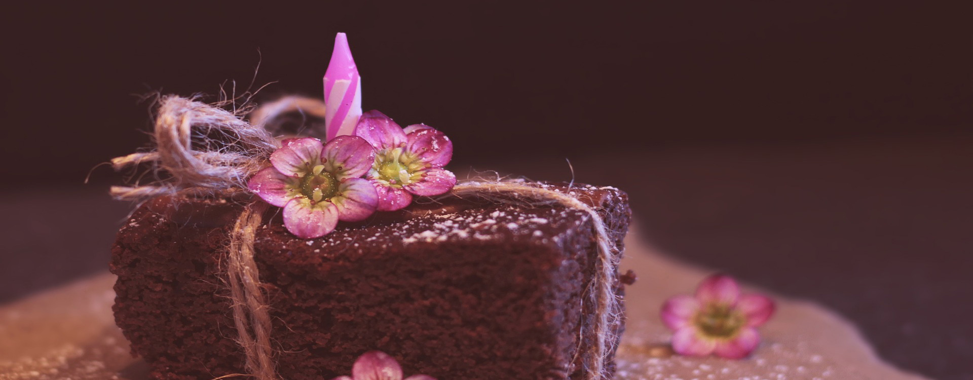 Celebrate your special occasions with  Cakes 100