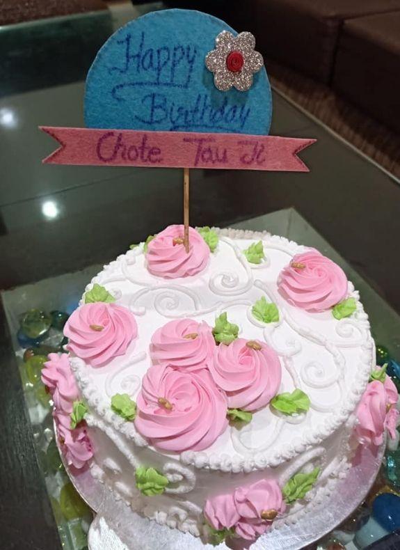 Creamy Flowers Snow White Cake